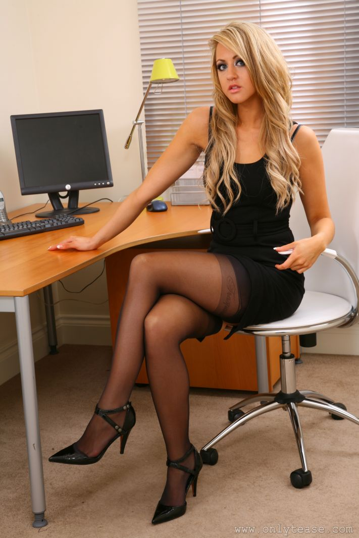 Black hottie Lacey DuValle strips off her sexy dress on the office desk  1149784